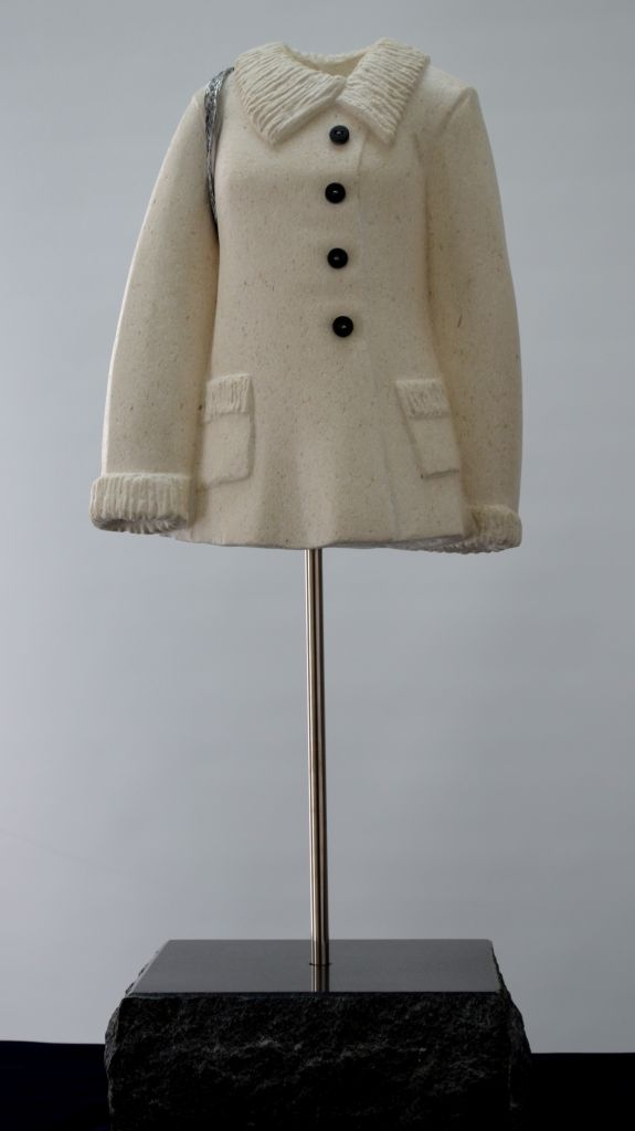 BEL 050 Woman with Wool Coat travertine, calcaire, wonderstone, 19.5x8x6